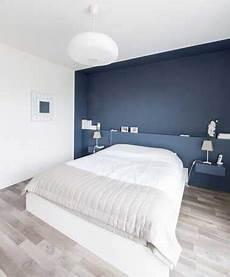 peindre un mur en bleu fonc 233 pour booster sa d 233 co chambre