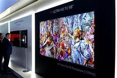this is lg s 98 inch 8k tv and we it digital trends