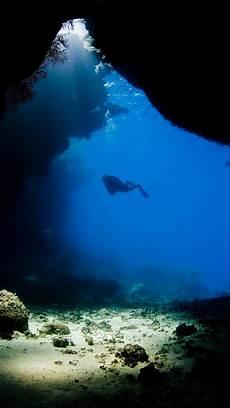 underwater black and white iphone wallpaper diving underwater cave wallpaper for iphone x 8 7 6