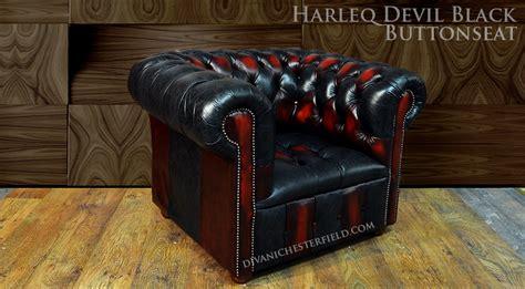 Poltrona Chesterfield Vintage Nera E Rossa Harleq