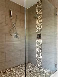 kiesel fliesen bad badezimmer mit kiesel bodenfliesen ideen f 252 r die
