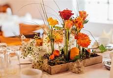 Eine Herbstliche Tischdeko In Orange Hebt Sofort Die Stimmung