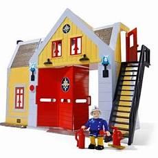 caserne de pompiers avec figurine sam le pompier smoby