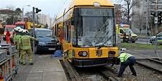 Unfall Dresden Heute - kleinbus kollidiert mit stra 223 enbahn ein toter