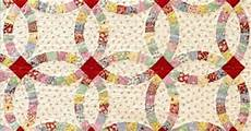 double wedding ring quilt using quiltsmart applique rather than traditional curved piecing