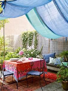 wasserspiele für den garten 33 ideen f 252 r den garten mit gardinen die erholungsecke im sommer muss 252 ber alle extras verf 252
