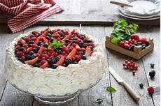 crema ai frutti di bosco torta chantilly ai frutti di bosco lucake