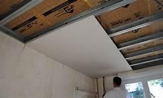 Plaque De Plafond Suspendu Comment R 233 Aliser Un Plafond Suspendu En Plaques De Pl 226 Tre