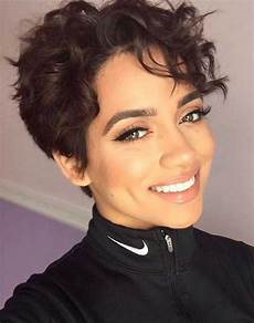 coupe cheveux courts bouclés 20 curly hairstyles for 2018