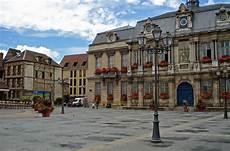les grande ville de file grande place in troyes jpg wikimedia commons