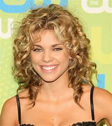 5 attractive hairstyles for medium length hair curly