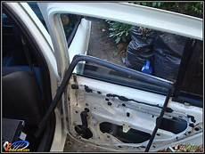comment s appelle la vitre arriere d une voiture