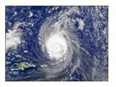what are the conditions necessary for a hurricane to form
