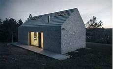 modernes monolithisches kleines haus ohne dach 252 berstand