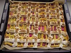 Rhabarberkuchen Mit Baiser Vom Blech - rhabarberkuchen vom blech mit baiser rezept mit bild