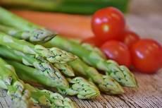 grüne spargel kochen spargel kochen so lange dauern gr 252 ner und wei 223 er spargel