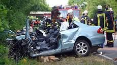 Unfall Hessen Heute - frontal gegen lkw mercedesfahrerin stirbt bei unfall