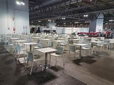 noleggio tavoli e sedie noleggio tavolo bar quadrato bianco per eventi