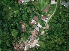 isoler sa maison cl 233 sur porte avec un toit v 233 g 233 tal
