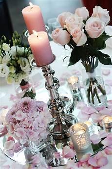 Tischdekoration Mit Blumen Auf Unserer Hochzeit Bild 2