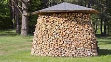 Holzstapel Am Haus - kreative holzstapel gesucht haus haushalt landleben
