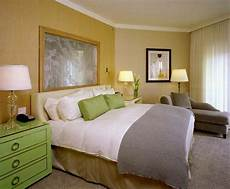 tips to choose the right paint colors for comfortable master bedroom