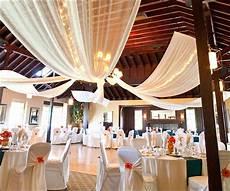 11 astonishing indoor wedding decoration ideas for this