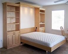 kleines schlafzimmer gestalten klappbett 50 praktische raumsparende ideen