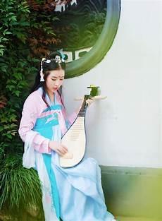 bellezza timida cinese di in hanfu antico