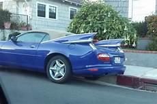 ancienne jaguar cabriolet une jaguar xk8 cabriolet d 233 guis 233 e en vieille cadillac