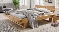 betten holz balkenbett aus fichtenholz natur ge 246 lt bis 200 kg basiliano