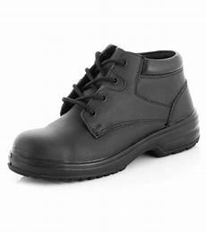 safety black chukka boots