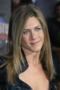 jennifer aniston 2015 hairstyle get inspired by jennifer aniston hairstyles in 2018