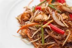 come cucinare gli spaghetti di soia spaghetti di soia con pollo e verdure al curry j momo lo