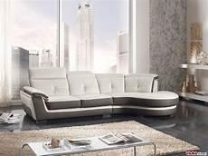divano e divano divano in pelle con angolo semitondo e poggiatesta reclinabili