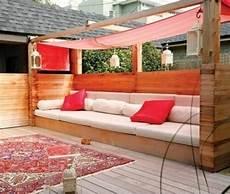 paletten lounge bauen garten lounge aus paletten bauen sarakane gartenarbeit