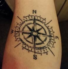 juliang mein kompass skizzenartig und simpel tattoos