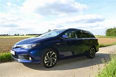 entretien toyota auris hybride toyota auris essai de la nouvelle compacte 5 portes hybride
