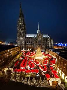 der weihnachtsmarkt am k 246 lner dom 2019 steht vor der t 252 r