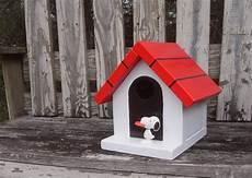 snoopy dog house plans snoopy doghouse birdhouse in 2020 snoopy dog house bird