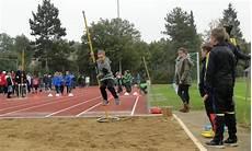 Leichtathletik Hei 223 E Wettk 228 Mpfe Bei Kaltem Wetter