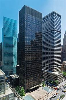 mies der rohe s building for seagram completed across