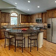 An Quot L Quot Shaped Kitchen Island Kitchen Island L Shape Kitchen Layout Traditional Kitchen