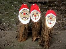 weihnachtsmänner aus holz selber machen weihnachtsdeko weihnachtsmann weihnachten holz baumstamm