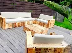 mobilier en palette pallet patio sofa set build a patio with pallets 101