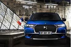 ds7 crossback macron 2017 bleu vue de voiture