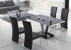 table a manger et chaises