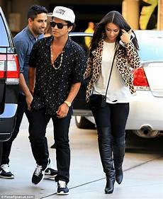 bruno mars freundin lea michele wows in chic black trousers and bodysuit at