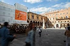 ufficio turistico verona easyjet maxi affissione verona