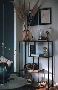 schlafzimmer deko mit pas gras und glas vasen